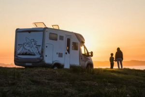 RV TOW CARS: HOW TO FLAT TOW YOUR VEHICLE BEHIND AN Motor Home.